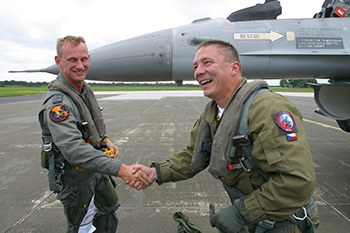 Czech Lt. Col. Jaroslav Spacek shakes the hand of his Belgian Viper driver after he got a supersonic back-seat ride. A unique experience for someone who is used to the airspeed of a Hind helicopter. (although that is pretty impressive as wel!)